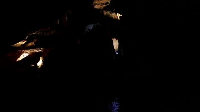 vidéos et rushes de visite de cave - spéléologie