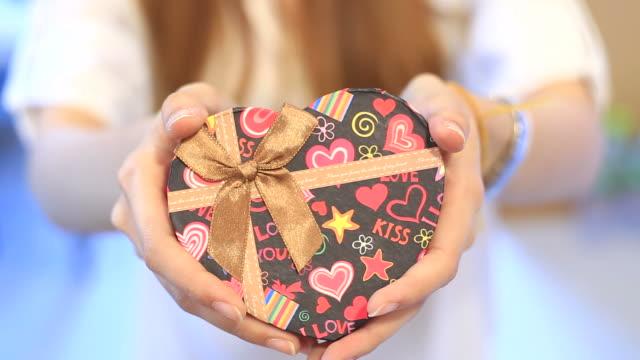 バレンタインの日を祝う - バレンタイン チョコ点の映像素材/bロール