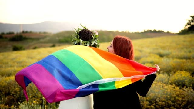 vídeos de stock, filmes e b-roll de comemorando o casamento homossexual - homossexualidade