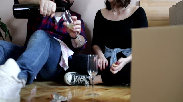 fira nytt hem - wine box bildbanksvideor och videomaterial från bakom kulisserna