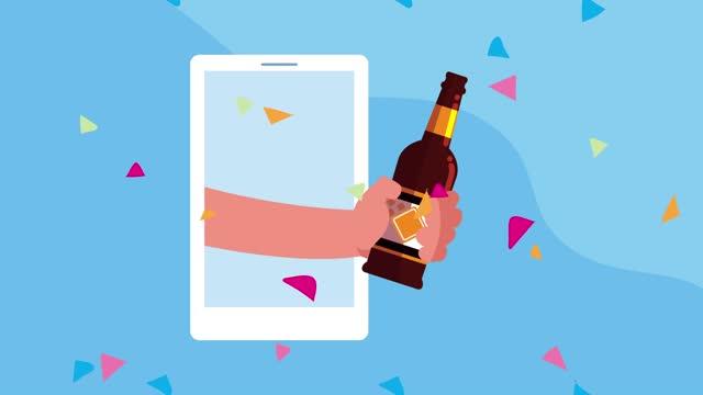 vídeos y material grabado en eventos de stock de celebración de la animación de la tecnología en línea con la cerveza levantada a mano en el teléfono inteligente - ocio