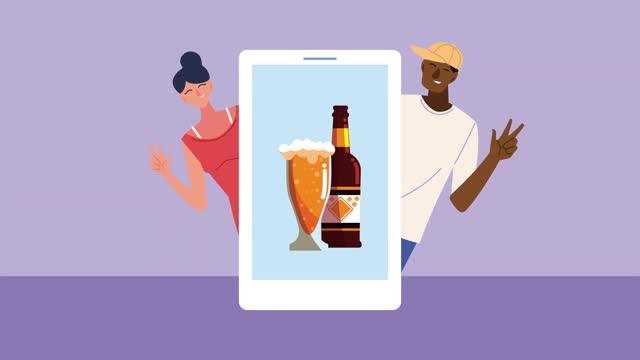 celebrazione animazione tecnologica online con coppia interrazziale e birra in smartphone - full hd format video stock e b–roll