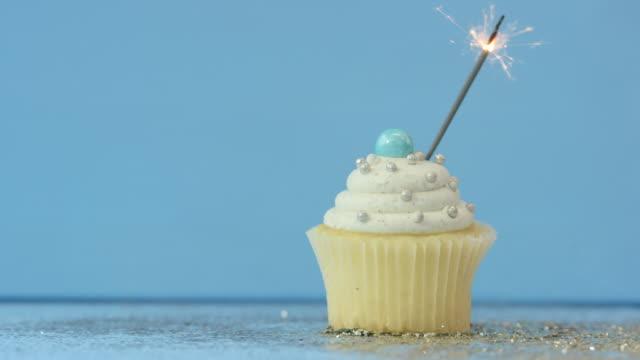 świętowanie  - cake filmów i materiałów b-roll