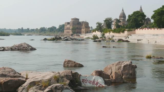 cenotaphs at orchha, madhya pradesh, famous travel destination in india. - ghat filmów i materiałów b-roll