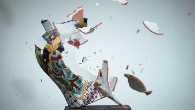 vasor keramiska omskakande i super slow motion - trasig bildbanksvideor och videomaterial från bakom kulisserna