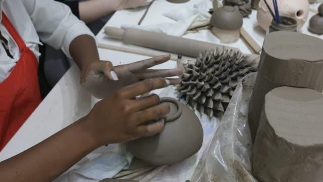 vídeos de stock, filmes e b-roll de workshop de cerâmica - cerâmica artesanato