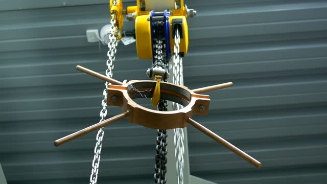 Chain winch lifts copper billet