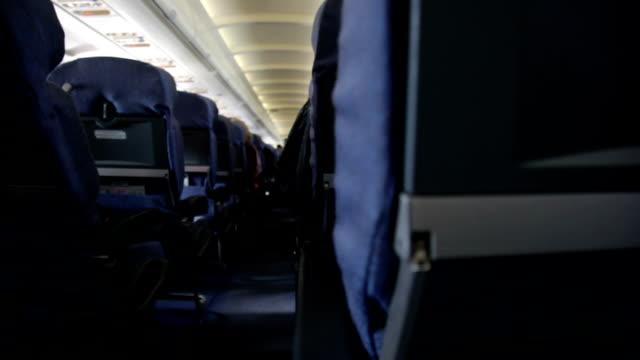 stühle im flugzeug - innerhalb stock-videos und b-roll-filmmaterial