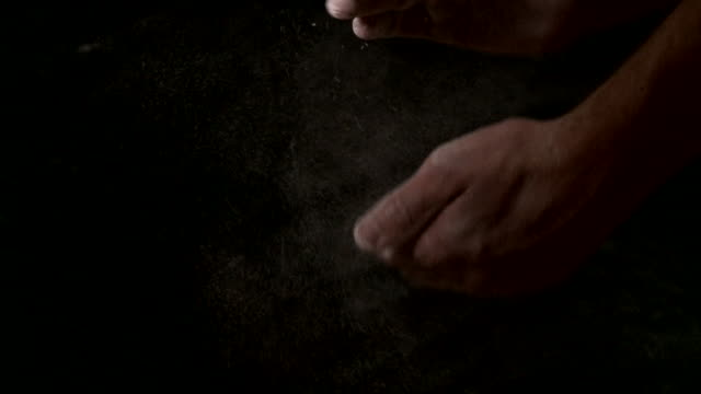 kreide hände - kreide weiss stock-videos und b-roll-filmmaterial