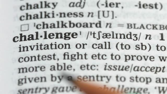 utmana ord i engelskt ordförråd, kontrol lera personliga kvaliteter, ledarskap - stavning bildbanksvideor och videomaterial från bakom kulisserna