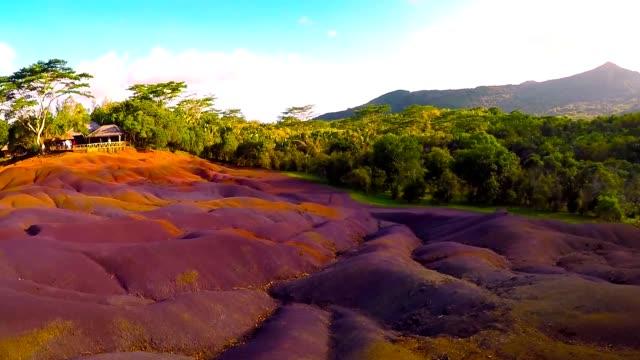 chamarel, seven color lands main sight of mauritius. - isole mauritius video stock e b–roll