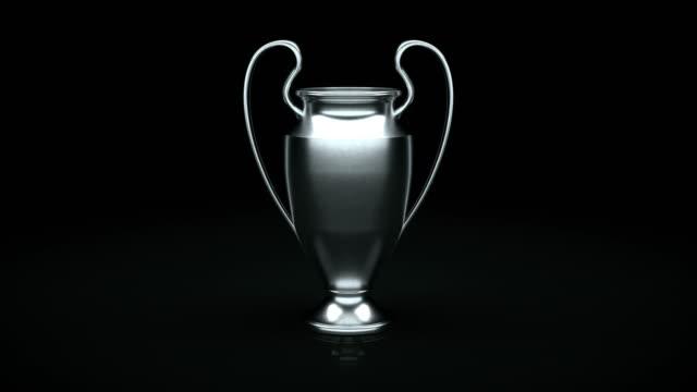 vídeos de stock, filmes e b-roll de da uefa champions league cup preto com matte - troféu