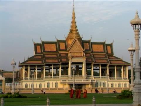 chan-chaya-pavillon, phnom penh, kambodscha, indochina - kambodschanische kultur stock-videos und b-roll-filmmaterial