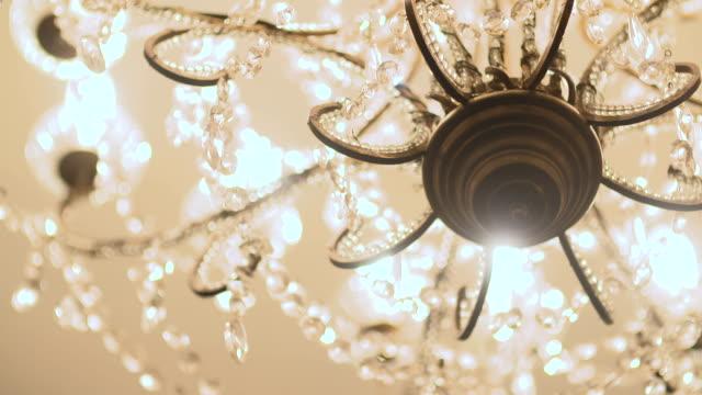 avize kapatın. - avize aydınlatma ürünleri stok videoları ve detay görüntü çekimi