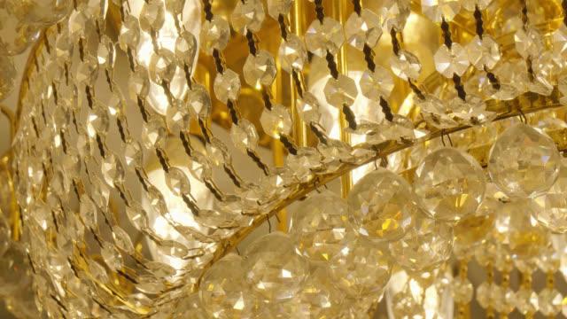 avize kristal dekorasyon iç oda - avize aydınlatma ürünleri stok videoları ve detay görüntü çekimi