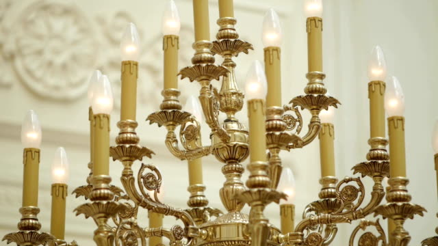 chandelier in the palace. - candeliere video stock e b–roll