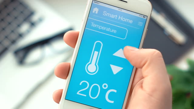 changing temperature on smart home app on the smartphone - temperatura video stock e b–roll