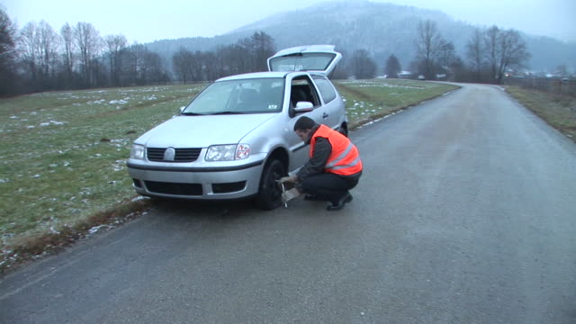 HD STEADYCAM: Changing The Tire video