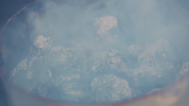 Fumo do carvão vegetal - vídeo