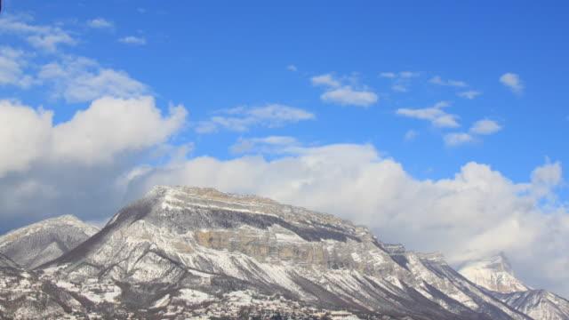 chartreusse montagne innevate per 4 k - geografia fisica video stock e b–roll