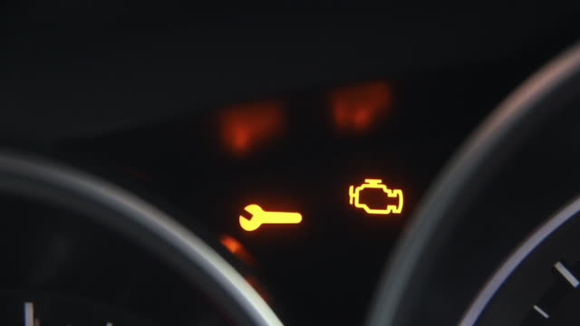 check engine light symbol that pops up on dashboard when something goes wrong with the engine. - turbina video stock e b–roll