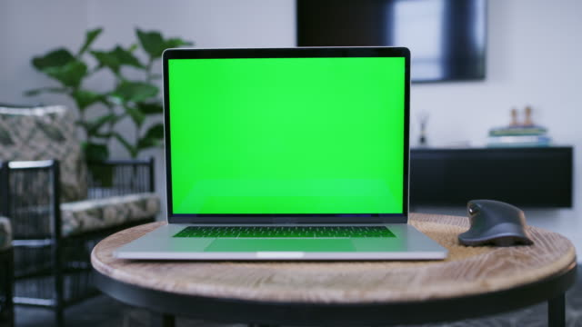 schauen sie sich diese coole neue website - ankündigung stock-videos und b-roll-filmmaterial