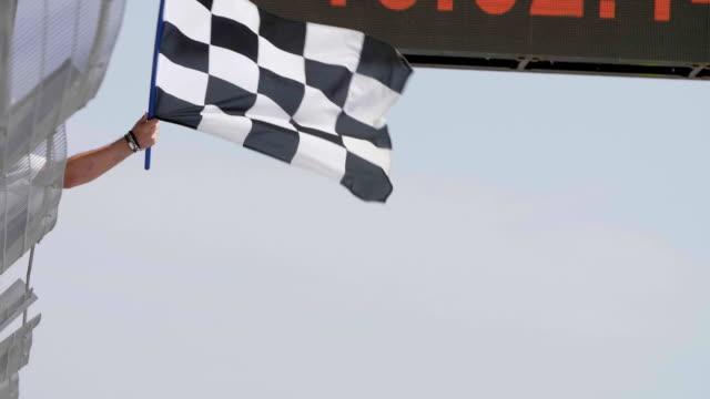 damalı yarış bayrak - başlama çizgisi stok videoları ve detay görüntü çekimi