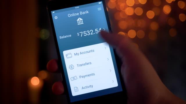 vidéos et rushes de vérification des comptes bancaires à l'aide d'application - main service