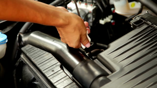 Checking lubricant oil level in the engine car. video