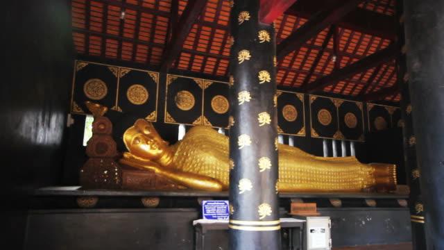 vídeos de stock e filmes b-roll de chedi luang temple in chiang mai thailand - dia de reis