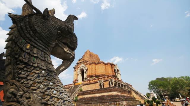 chedi luang-templet i chiang mai thailand - kungen av thailand bildbanksvideor och videomaterial från bakom kulisserna