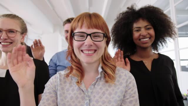 cheerful business team - sventolare la mano video stock e b–roll