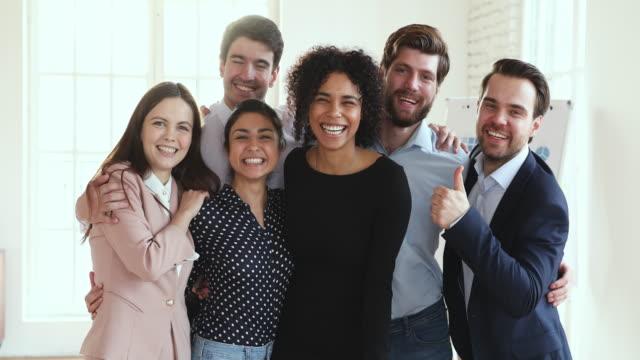 vídeos de stock e filmes b-roll de cheerful successful multicultural dream team executives group portrait - comemoração conceito