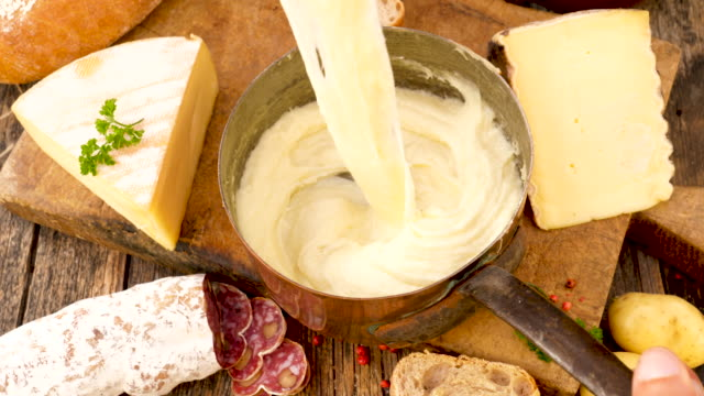vidéos et rushes de cheese fondue and potato, aligot - fromage