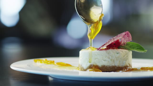Chef is Garnish Ice Cream Dessert with Jam in Luxury Restaurant - Vidéo