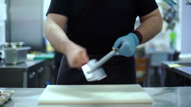 Chef sharpens knife video