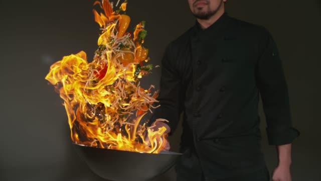 kock med flammande stek i super slow motion - frying pan bildbanksvideor och videomaterial från bakom kulisserna