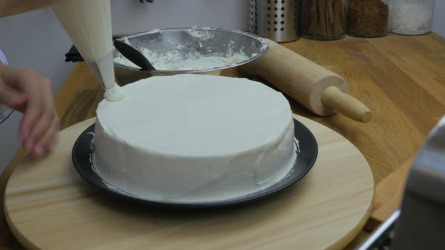 chef's piping cream  on cake