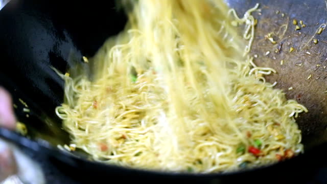 cheif cooking chinese rice noodle in the kitchen video