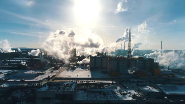 合板の処理および家具の工場の煙突用化学プラント - 石炭点の映像素材/bロール