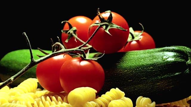 Cherry tomatoes pasta and zucchini video