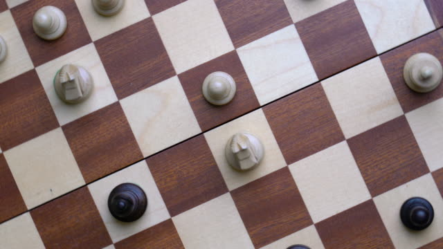 vídeos de stock e filmes b-roll de 4k chess online and strategy business concept from top view - xadrez