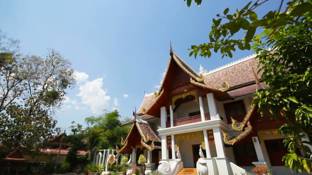 chiang man buddhistiska tempel i chiang mai thailand - kungen av thailand bildbanksvideor och videomaterial från bakom kulisserna
