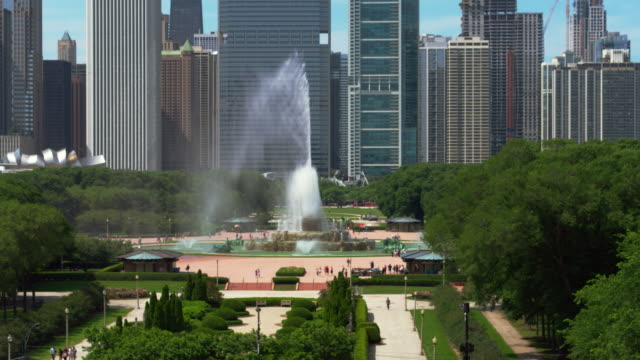 Chicago Aerial Buckinham Fountain Aerial shot of downtown Chicago and Buckingham Fountain. chicago stock videos & royalty-free footage