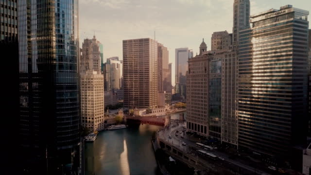 chicago riverwalk - stadtansicht stock-videos und b-roll-filmmaterial