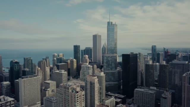 chicago skyline - aerial view - contemporary architecture stock videos & royalty-free footage