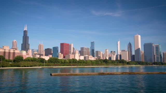 skyline von ws chicago und lake michigan / chicago, usa - establishing shot stock-videos und b-roll-filmmaterial