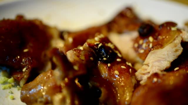 Pollo de palillos chinos - vídeo