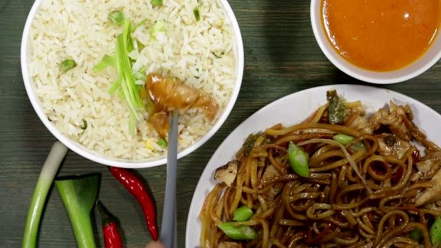 Chow Mein de pollo - vídeo