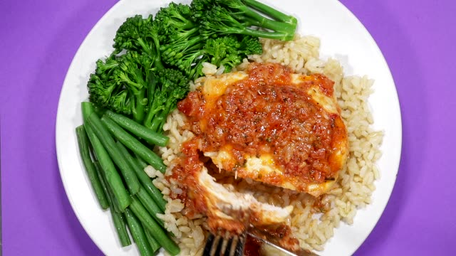 vídeos de stock e filmes b-roll de chicken provincial with vegetables and rice - meat plate